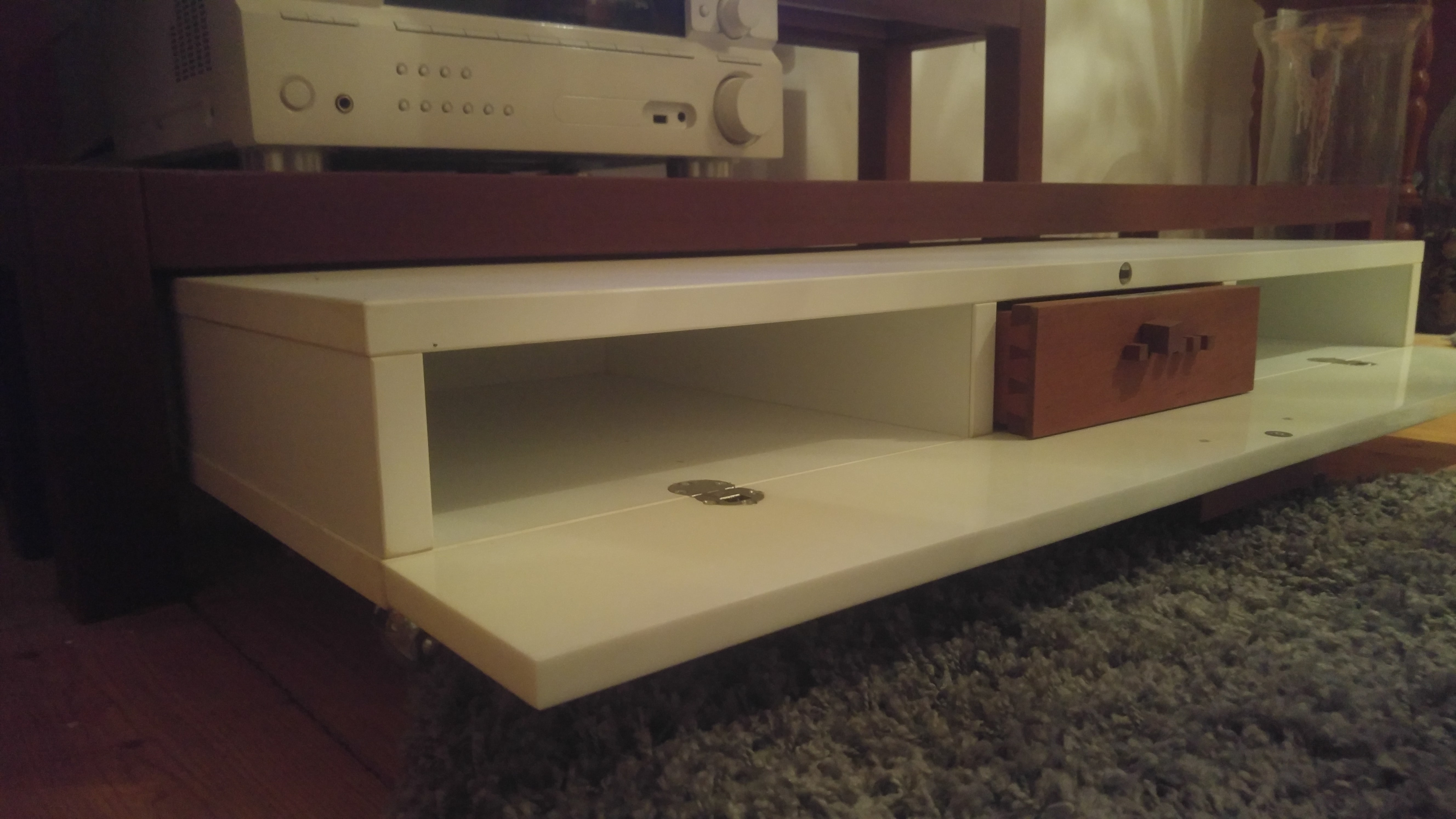 TV-Möbel aus Kirsche Vollholz und Corian, Detail