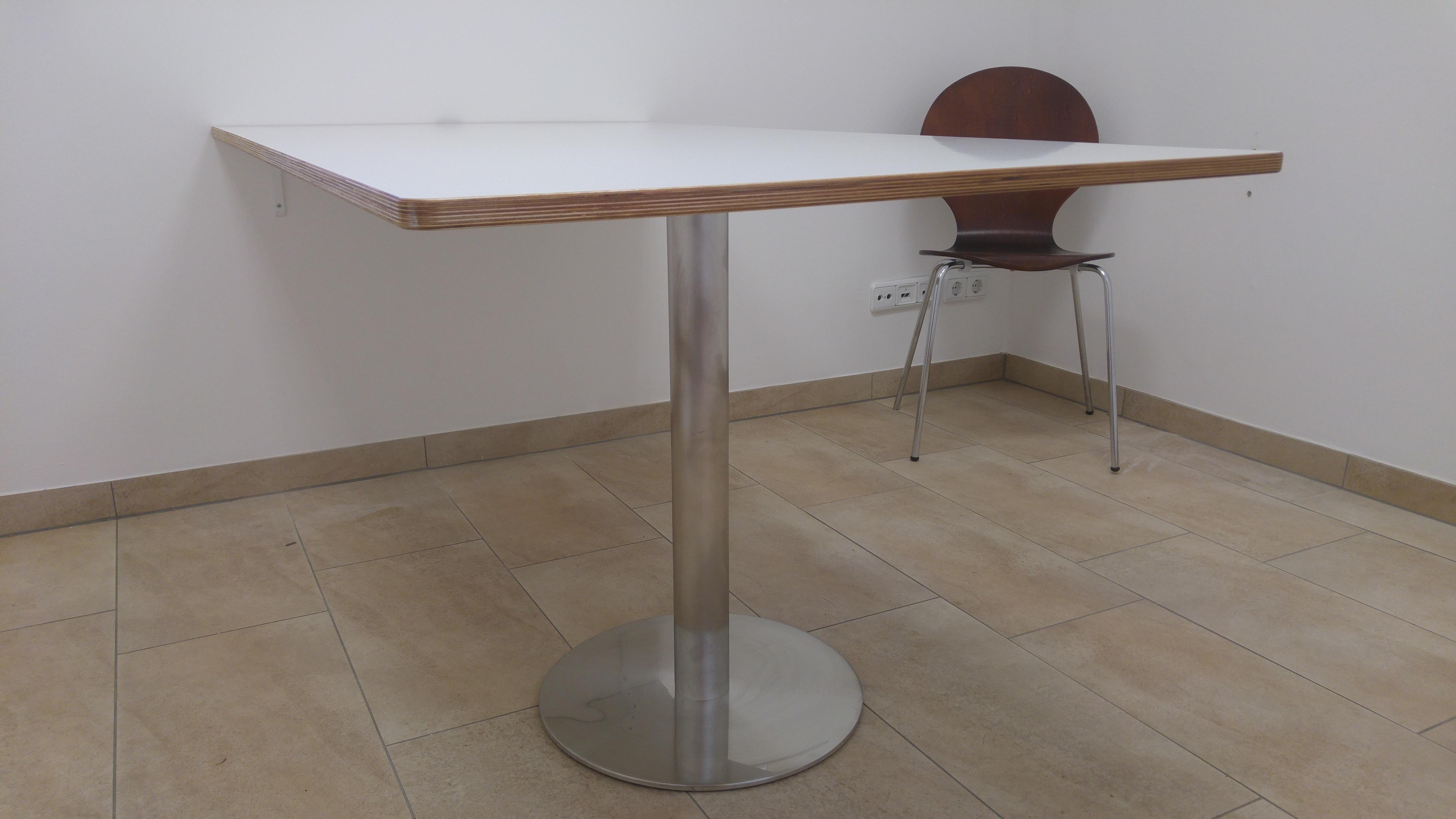 Konferenztisch aus 21mm Sperrholz beschichtet