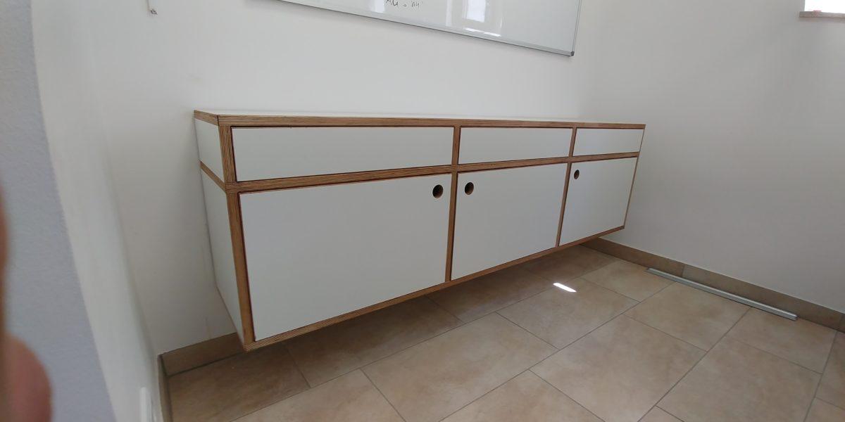 Sideboard aus 21er Multiplex, schwebend